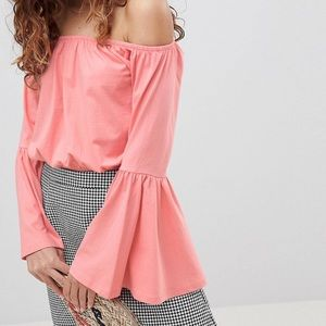 HOST PICK 💕 Off shoulder top with flared sleeves